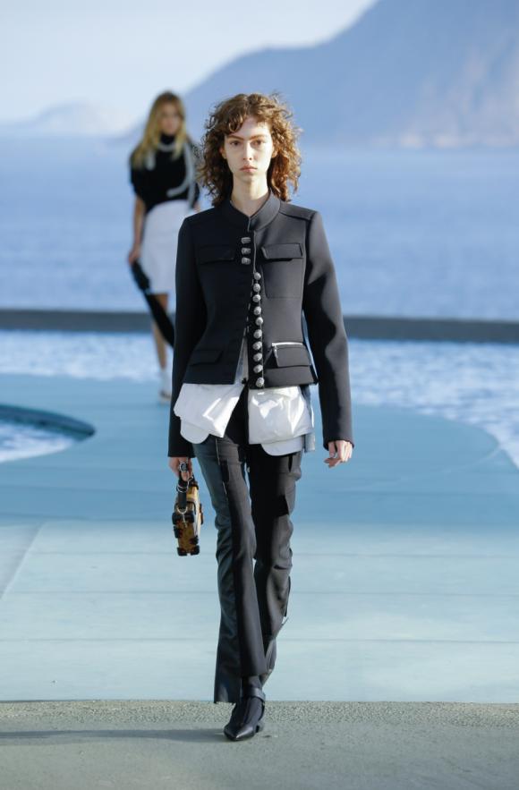 Louis Vuitton 01