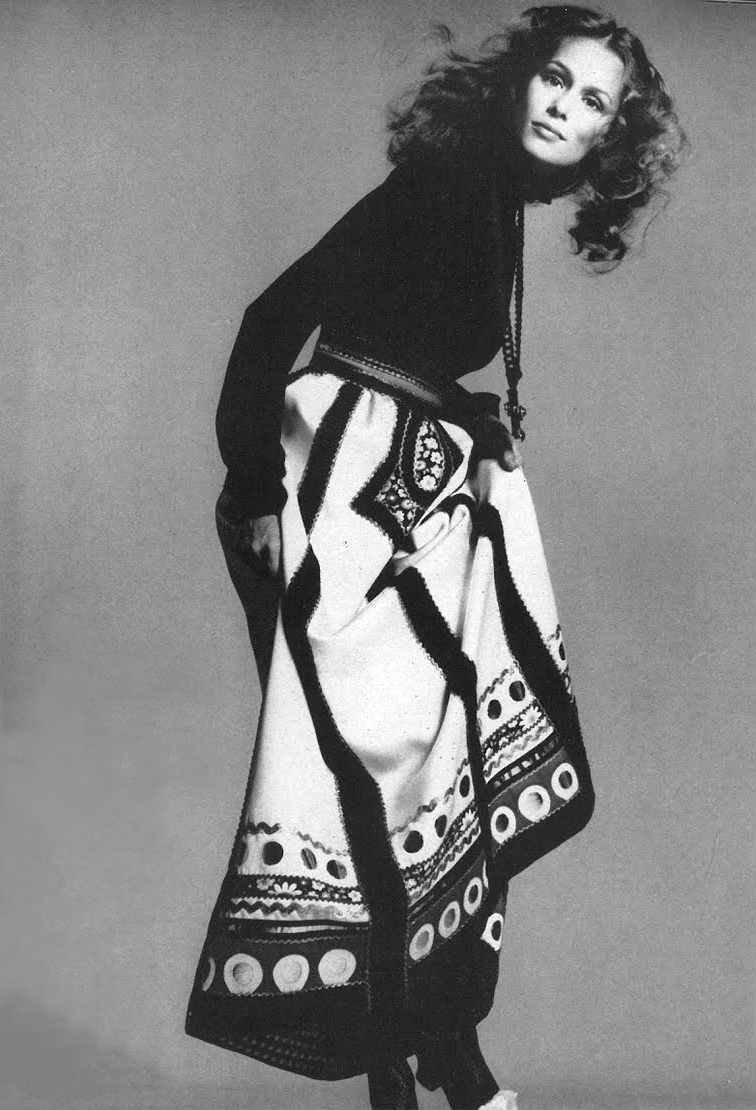 lauren hutton and anjelica hustonrichard avedon-1970_3 | prima