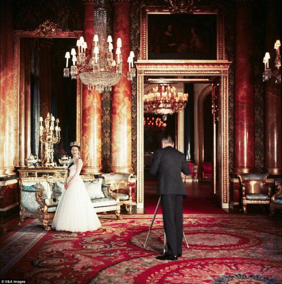 Queen Elizabeth poses forr a royal portrait