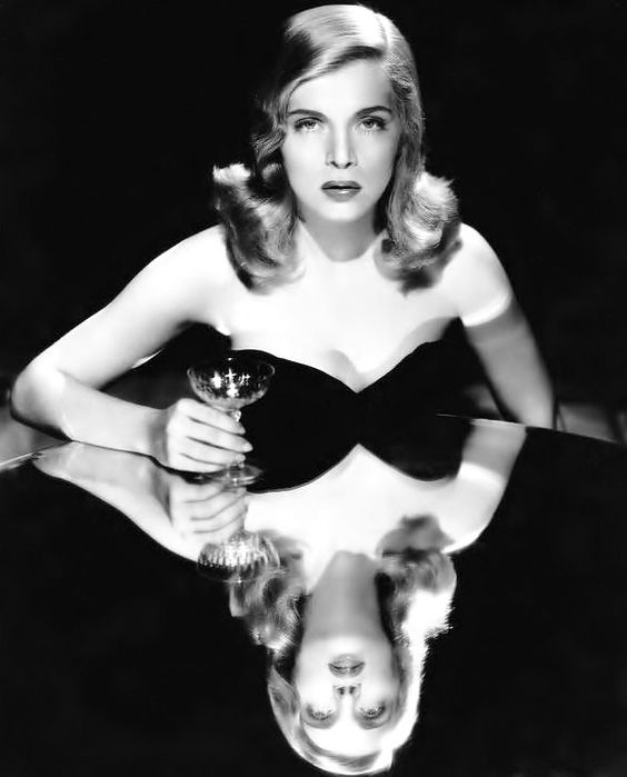 Film noir actress Lizabeth Scott Cocktails Prima Darling