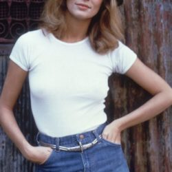 10 Fashion Basics Lauren Hutton Would Love